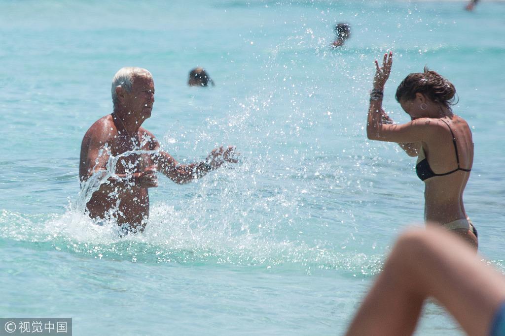 多图流:里皮西班牙海岛度假,美人美景惬意十足