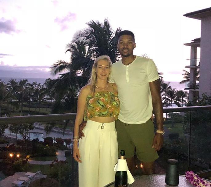 贝兹莫尔发布与妻子度假照:感谢夏威夷的热情好客