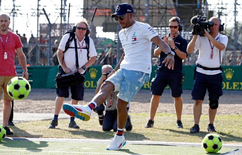 F1冠军汉密尔顿:足球总有一天会回家的