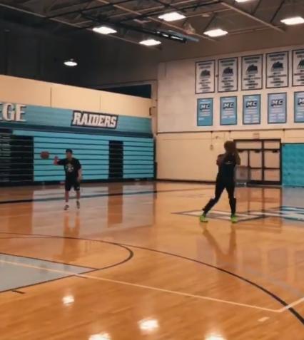 3中3!唐斯宣布本身操练超远三分的视频