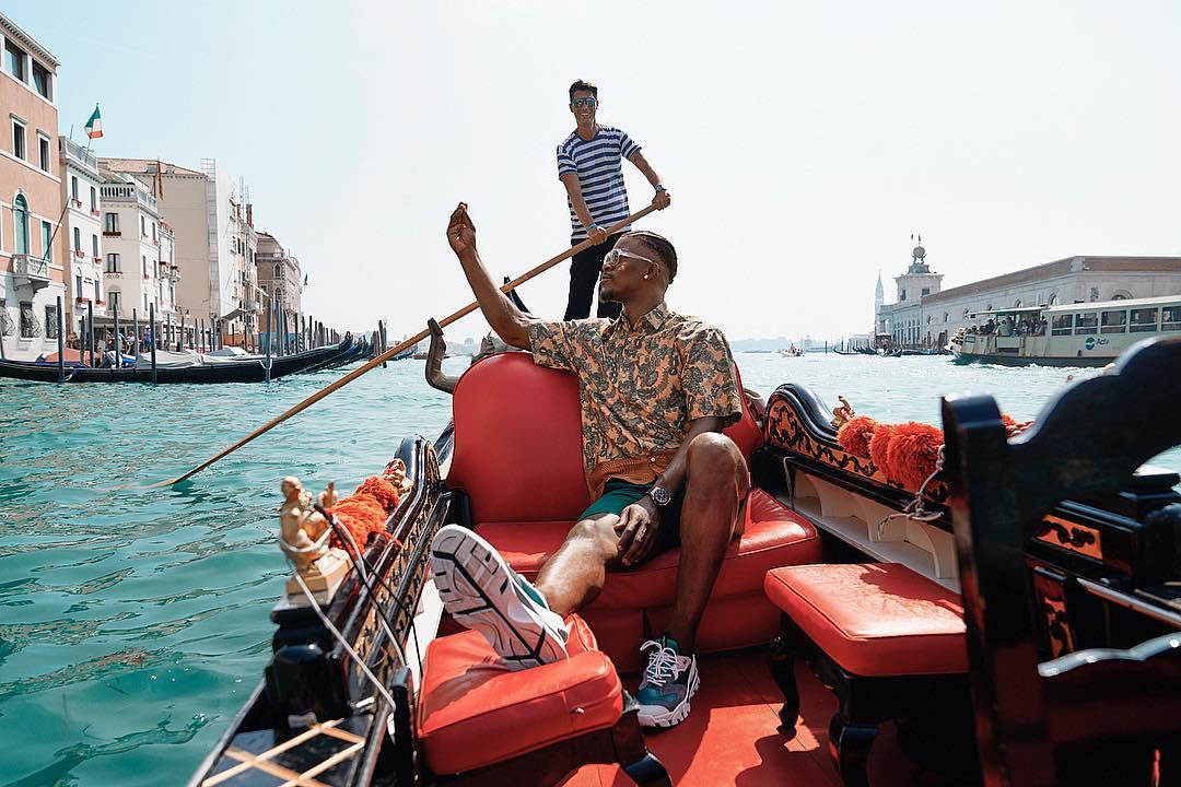 心情不错!巴特勒晒出自己在威尼斯游玩的照片