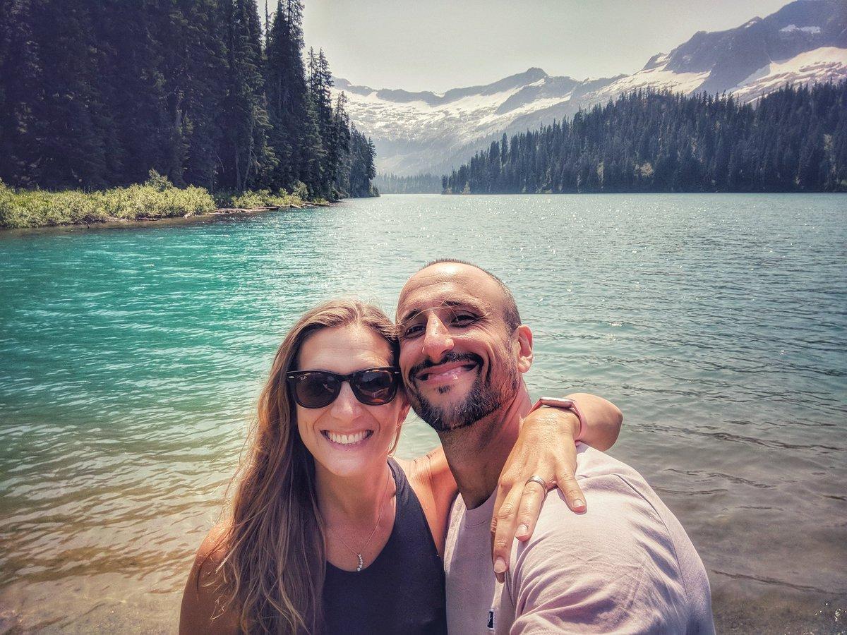 吉诺比利晒出自己与妻子的合照:谢谢你们的祝福