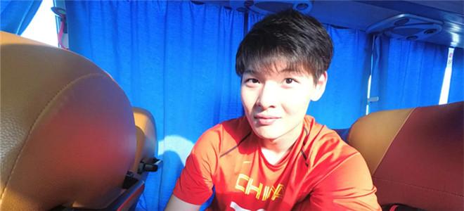 王哲林晒自拍:我也不会skr啊