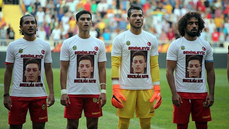 拒绝种族歧视!土超球队热身赛时套上印有厄齐尔头像的T恤