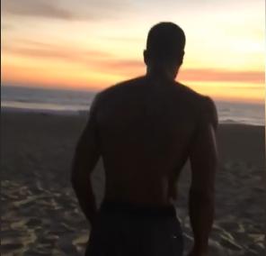 天道酬勤!隆多在沙滩上进行冲刺和转身训练