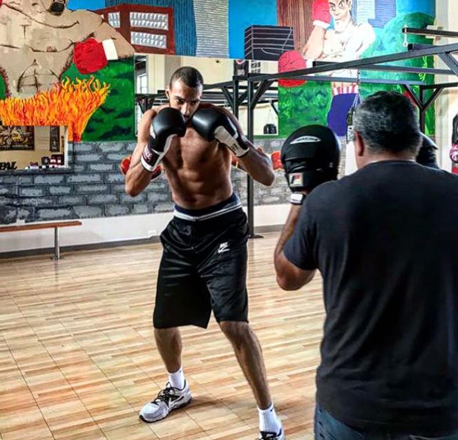 戈贝尔练习拳击:无限的精神,无限的力量