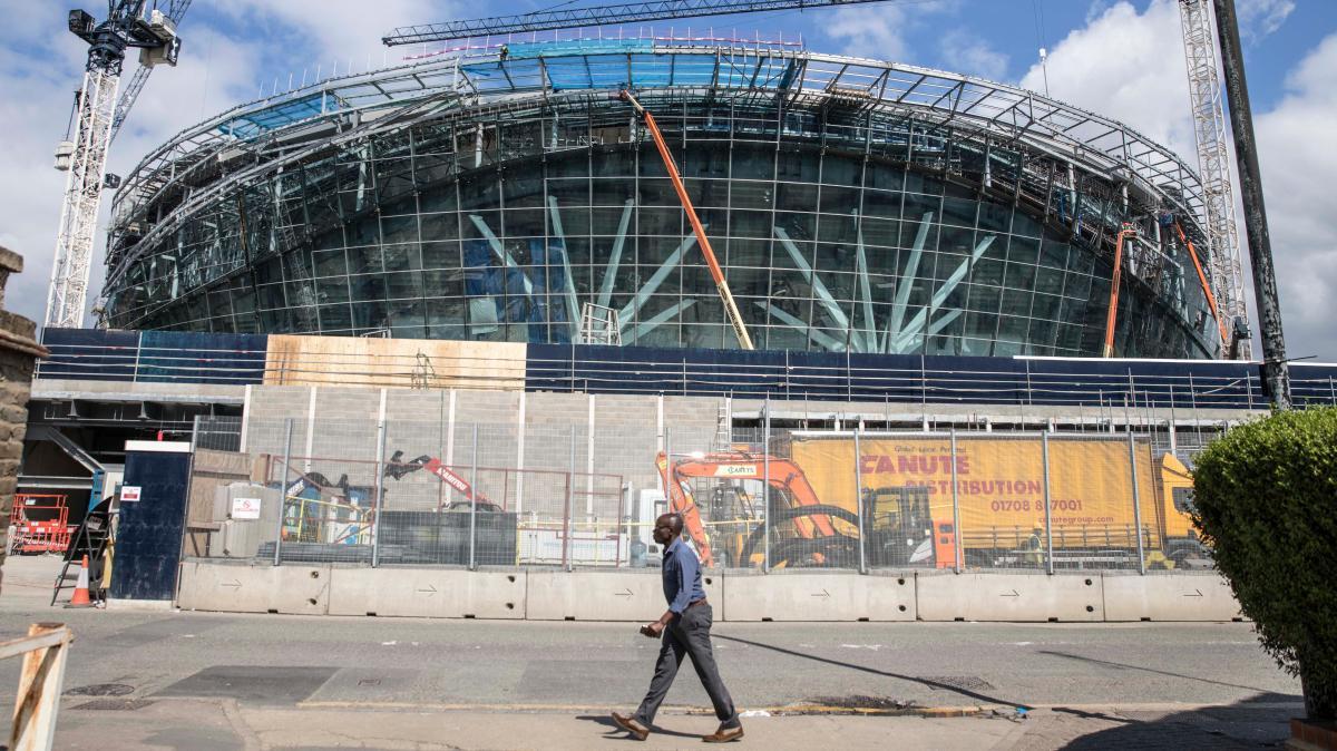 250镑一天!为防新球场再延期开放, 建造商急聘电工