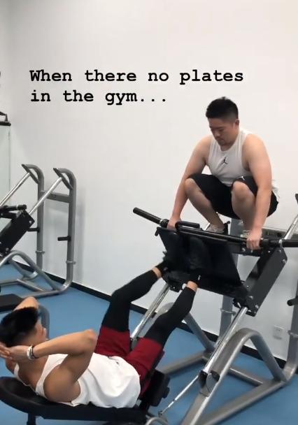 想健身没有铁块?林书豪教你如何化解尴尬