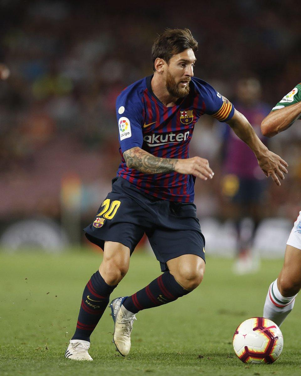 GIF:梅西任意球直接破门,巴萨取得领先