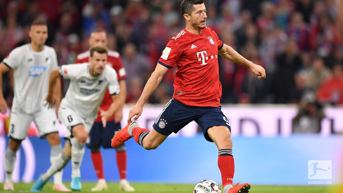 GIF:莱万重罚点球命中,拜仁扩大比分