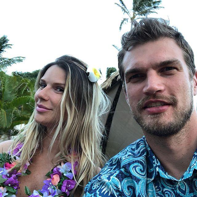 亲近自然!斯特与妻子在夏威夷度假