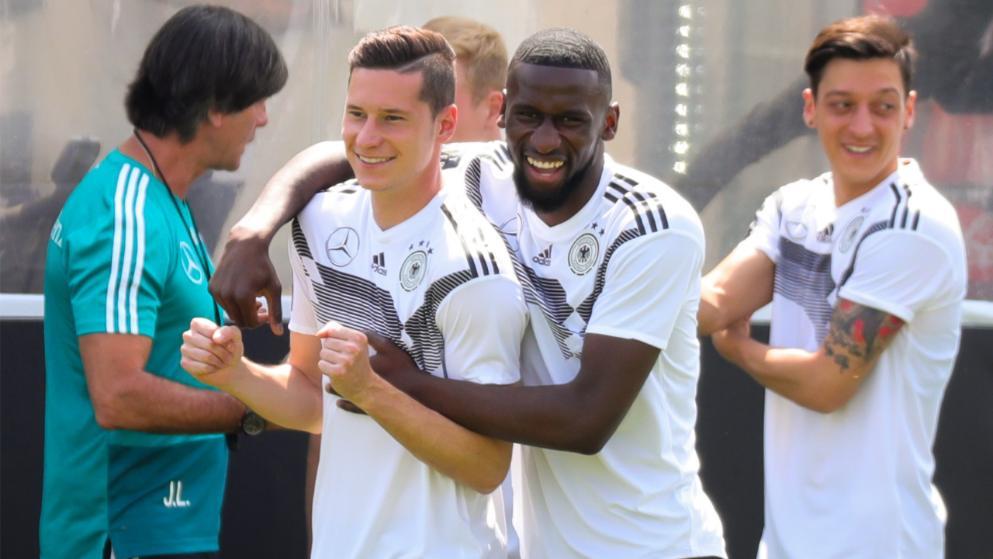 有德媒揭秘世界杯德国国脚带阿拉伯水烟加入