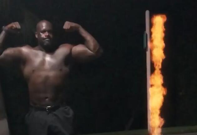 奥尼尔深夜展示肌肉:奥林匹亚先生的日常