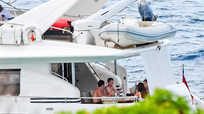 放松心情, 格策和许尔勒游艇度假