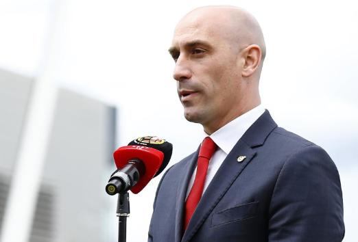 零点电台批评西足协主席:两连胜凸显了他的愚蠢