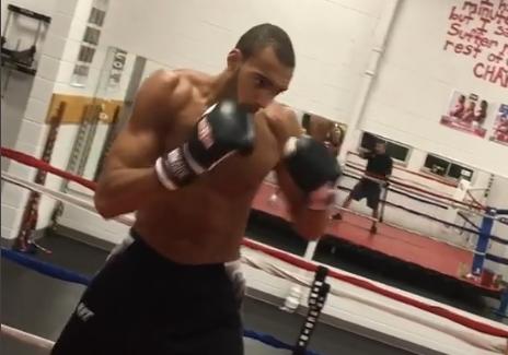 戈贝尔健身房练习拳击:晚间练习