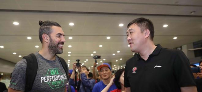 路易斯-斯科拉傍晚抵达上海与球队会合