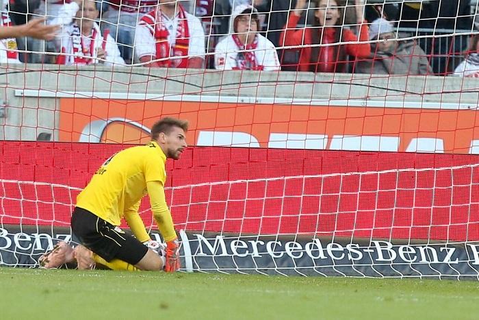 斯图加特门将齐勒低级失误, 造德甲历史首个界外球乌龙