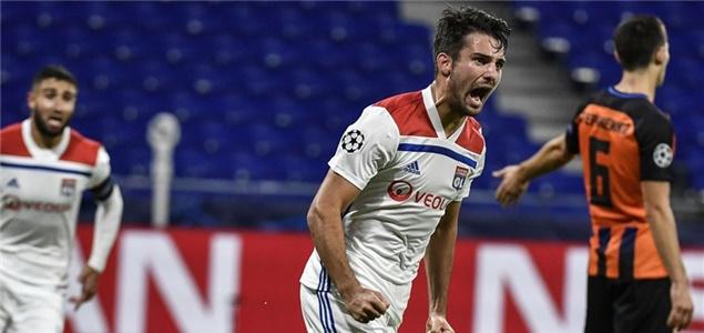 欧冠:里昂扳两球平矿工,本菲卡客场擒雅典AEK
