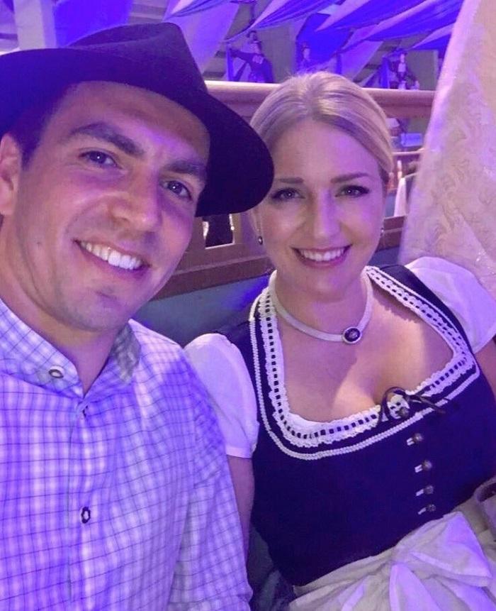 一图流:拉姆和妻子参加啤酒节