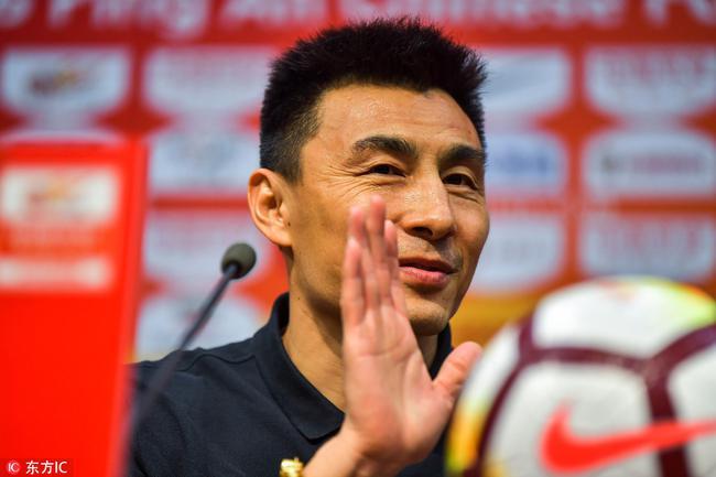李玮锋:球队板凳厚度有些问题,新任外教还在谈判中