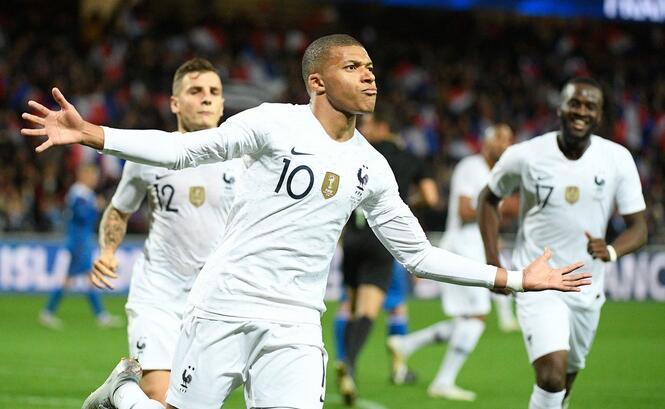 友谊赛:姆巴佩4分钟内造乌龙+点射救主 法国2-2冰岛