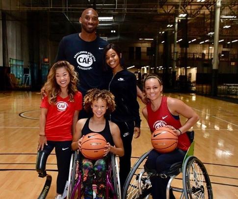 腾讯视频 nba. 与残疾人篮球运动员合影:她们激励了我