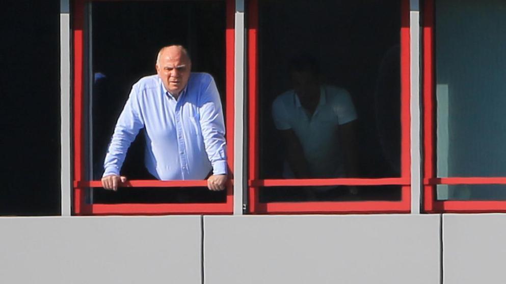 cba半决赛 亲自督战!赫内斯从办公室窗口观看拜仁训练