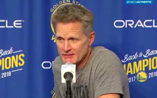 科尔:没考虑过让库里重新上场,我们不做这种事