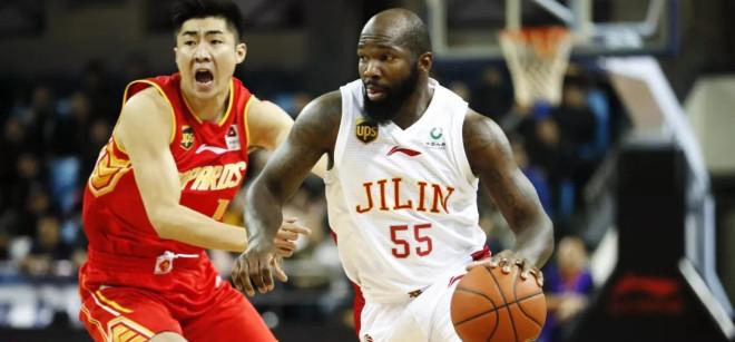 王晗:虽然遭遇四连败,但球员努力在拼