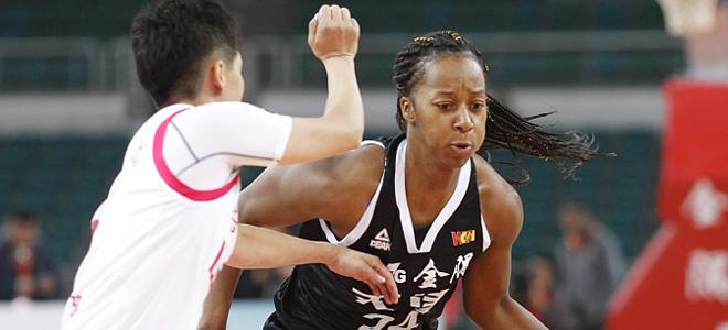 天津女篮教练张骥:想拿首胜的心是一样的