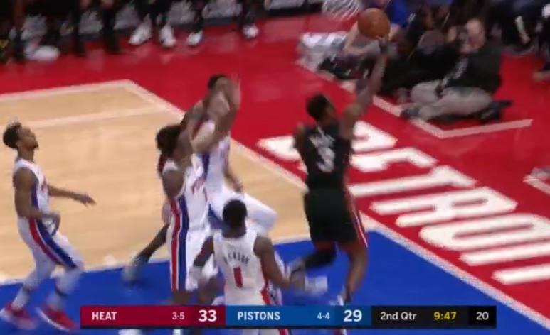 [视频]韦德反击上篮命中,得分超越德雷克斯勒