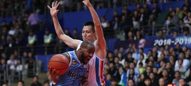 汉密尔顿31分,北京客场胜上海