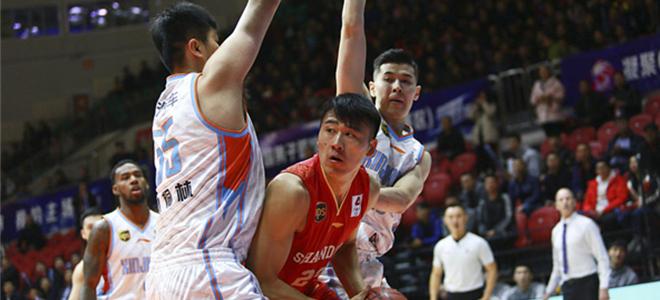 亚当斯48分10篮板8助攻,新疆主场战胜山东