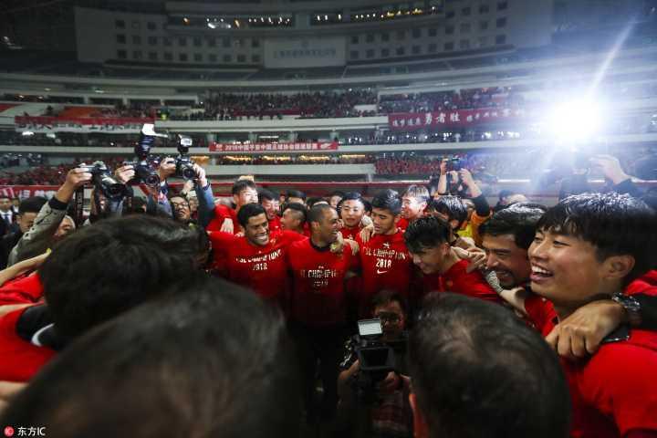 23年的等待!上港登顶中超,顶级联赛冠军重回上海