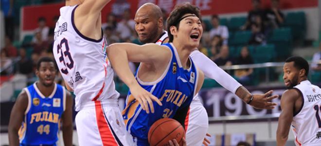 尼科尔森37分4篮板,福建客场胜广州