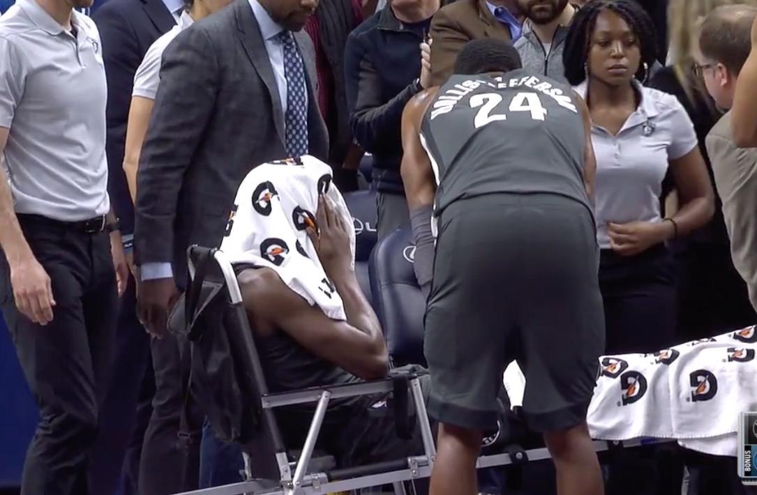 [视频]慎入!勒韦尔右小腿重伤,被担架抬出场