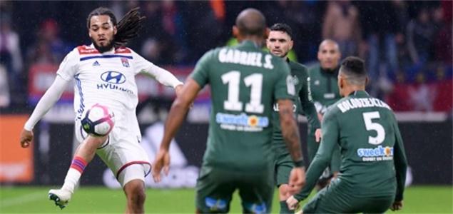 法甲:德纳耶尔制胜球拉斐尔染红,里昂1-0圣埃蒂安