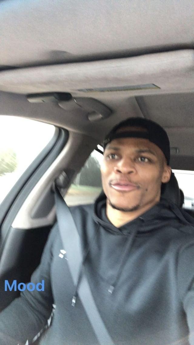 搞笑!威斯布鲁克赛前在车内跟随音乐摇摆