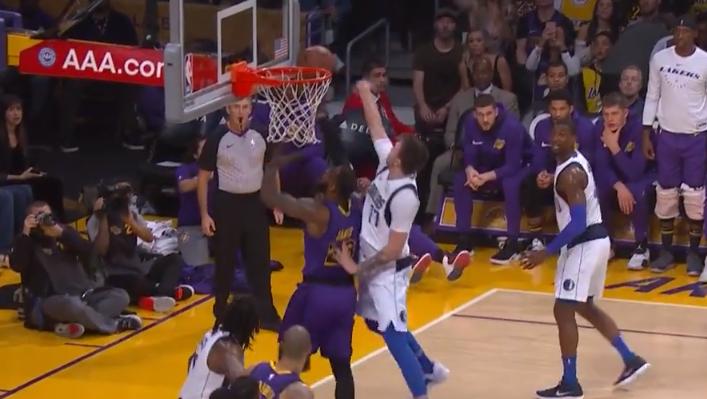 [视频]东契奇金鸡独立跳投,随后篮下连续封盖詹姆斯