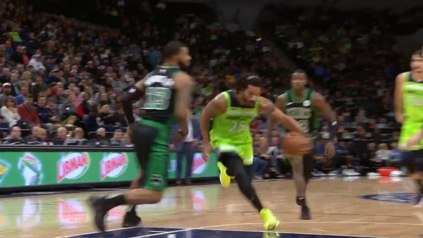 [视频]罗斯变向加速连过两人上篮,随后急停跳投再中