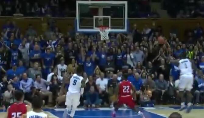 [视频]全场沸腾!威廉森打板助攻巴雷特空接暴扣