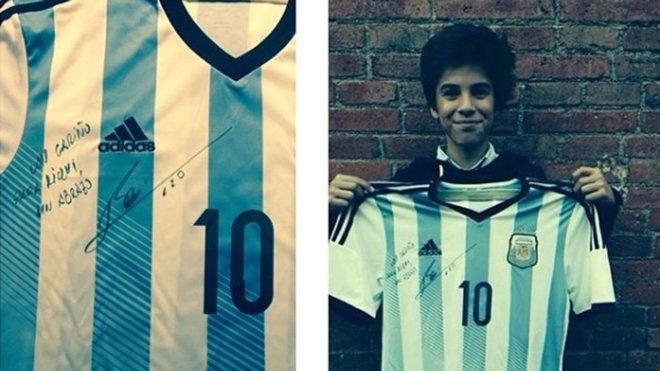 真红蓝!巴萨首秀小将14岁时曾获梅西赠与亲笔签名球衣