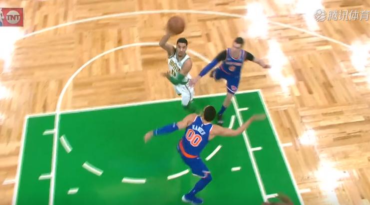 [视频]这也走?塔特姆想传空接终局直接把球送进篮筐