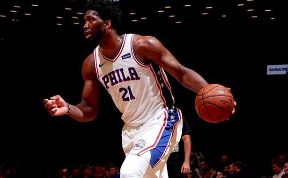 恩比德成为巴克利后始位得到30分20篮板的76人球员