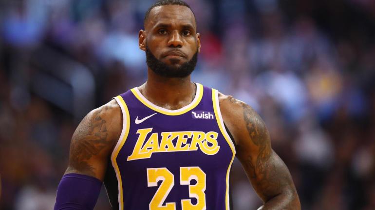 詹姆斯通例赛总后场篮板数超越伯德,排名历史第23位