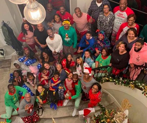 行家庭!克里斯-保罗晒家人相符影欢度圣诞节