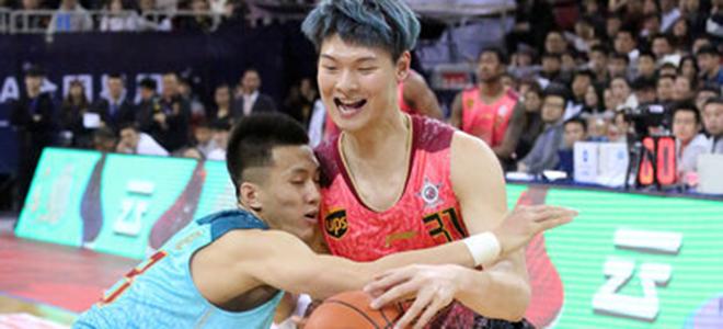 tabe. 王哲林:不和队友比三分, 国家队中郭艾伦颜值最高