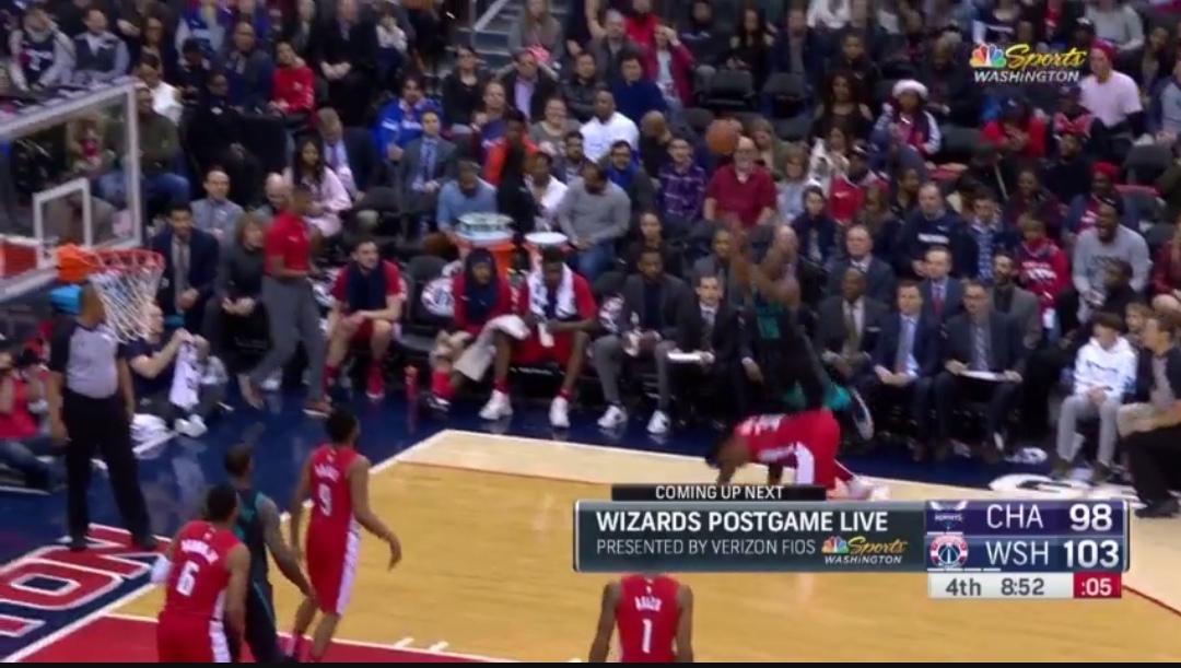 [视频]神仙球!沃克点飞杰夫-格林投进失衡3+1
