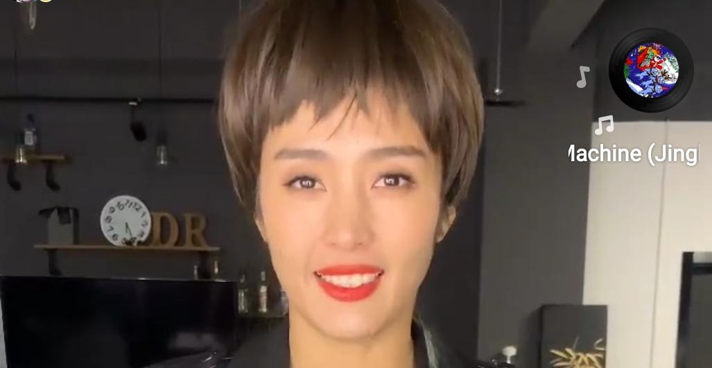 告诉我你只是戴了假发!赵丽娜短发形象送新年祝福